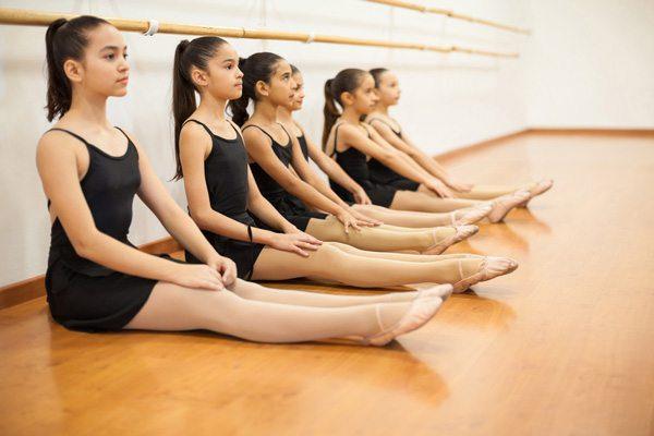 ילדות בשיעור ריקוד