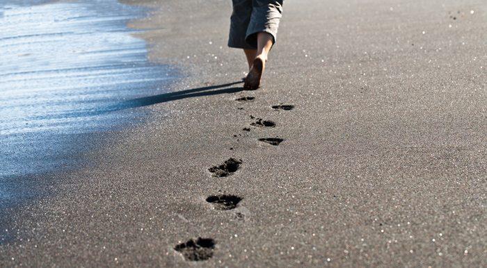 עקבות על חוף הים