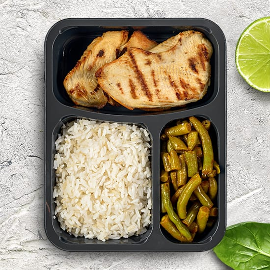 חזה עוף, אורז ושעועית ירוקה ללא אלרגנים