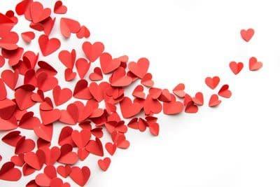לבבות נייר אדומים