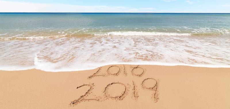 כיתוב על חוף הים: 2019