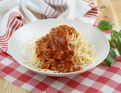צלחת עם ספגטי בולונז